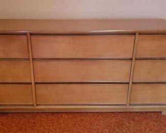 Kroehler Mid-Century Dresser https://ctbids.com/#!/description/share/323924