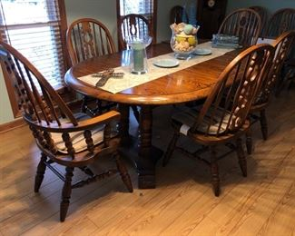 Matching dining room table with leaf, pads, 2 captains chairs and 4 side chairs