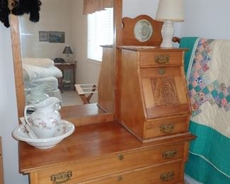 MEN'S BUTLER DRESSER / VERY GOOD CONDITION