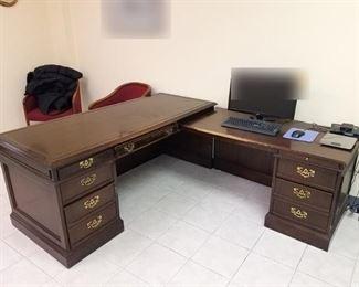 Desk with return. 72x30x20, return 51x25x26.5. $20!!!