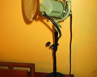MXL 990 Condensor Microphone with Stand