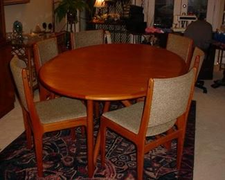 Beautiful Mid-Century Table, 6 chairs