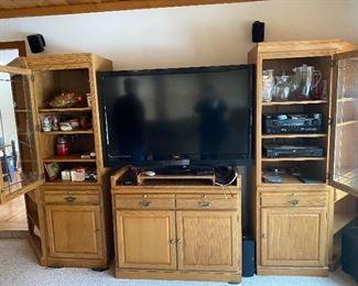 Flat screen TV   wall unit