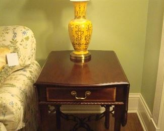 Living Room:  This is one of the two SHERRILL Pembroke one-drawer side tables.  Notice the detail around the drawer and the stretchers, as well as the drop leaves.  The yellow lamps with raised gold design matches the CHELSEA HOUSE vases previously shown in the bookcase.