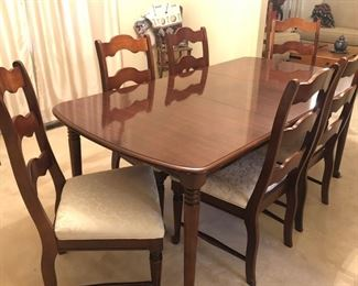Broyhill Dining Room Table & 6 Chairs
