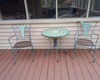 This is a great outdoor set.  Just needs a good coat of spray paint!