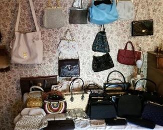 Great Selection of high quality pocketbooks, purses.  Prada, Coach, Louie V, Gucci, Ugg and more.