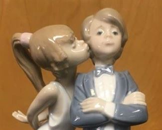 Kissing couple - Lladro