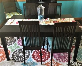 SWEET DINING SET AND VINTAGE RETRO TYPE RUG.