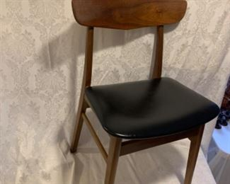 PRISTINE-  DANISH MODERN Teak and Leather Side Chair!