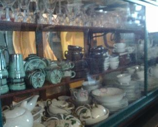 COLLECTIBLE DISH SETS AND STEMWARE.