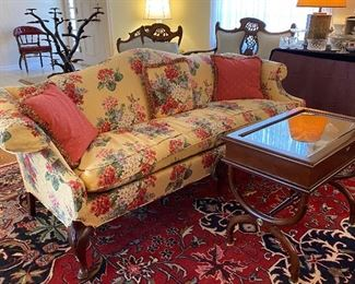 BEAUTIFUL FLORAL SOFA