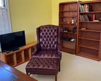 LEATHER READING CHAIR AND OTTOMAN, BOOK CASES