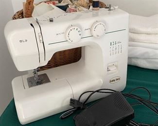 BABY LOCK  SEWING MACHINE