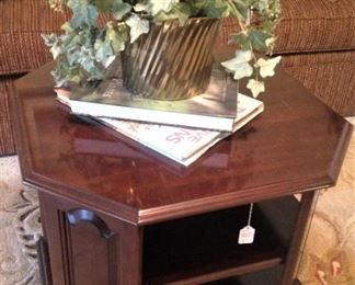 Octagon shaped end/coffee table