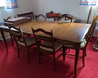 $200  Maple table and chairs with leaves and pads
