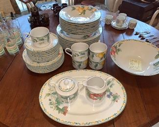 Country Fruit Collection dishwater; 35 pieces