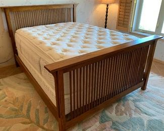 Queen Thomasville Mission Oak Bed	50x70x86in	HxWxD