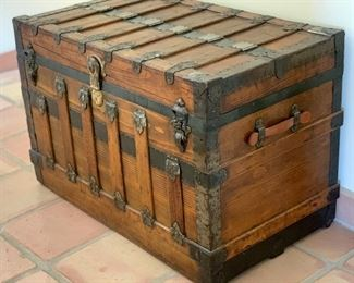Antique Flat top Steamer Trunk/Chest Eagle Lock co	26x38x22	HxWxD