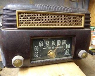 GE radio in bakelite