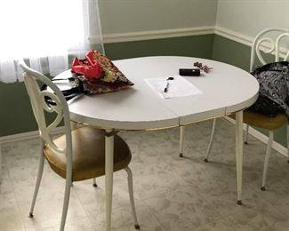kitchen table & 2 chairs