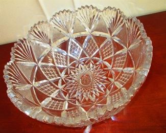 An Extremely Large, Brilliantly Cut Bowl, 19th c.