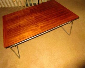 Dokka Mobler Table