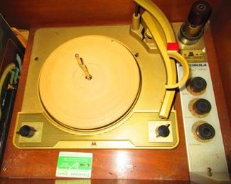 Turntable in Vintage Motorola Hi-Fi Cabinet