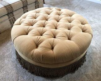 Thomasville round tufted large ottoman seat