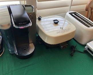 Kurig Coffee Maker, Toaster, Hot plate