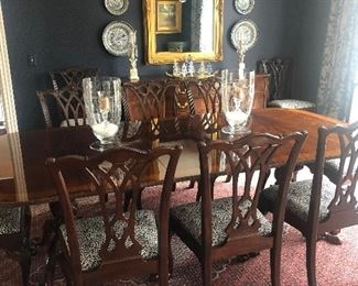 Stunning dining room from Drexel Heritage. Pristine!