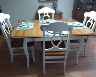 Stunning solid wood table with leaf and 6 chairs