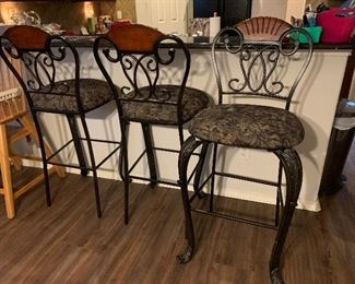 Set a three metal barstools