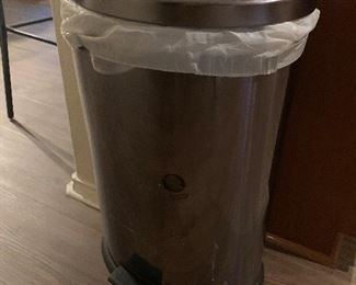 Kitchen garbage can