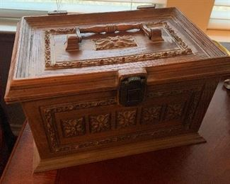 Vtg sewing box w/ contents