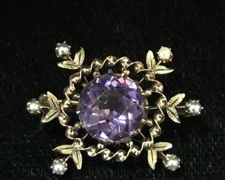 9kt  pin with an amethyst center stone