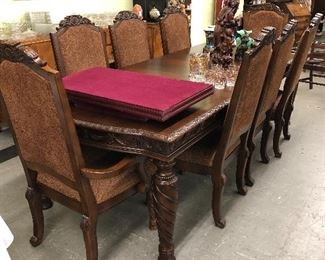 Large contemporary dining table with 2 leaves and 8 chairs! Clean.