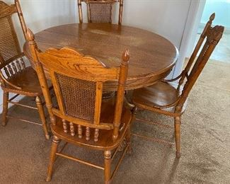 Oak table  2 leaves 6 chairs