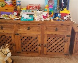 Toys, games, dolls and more! Lots of things for the kiddies to enjoy =)
