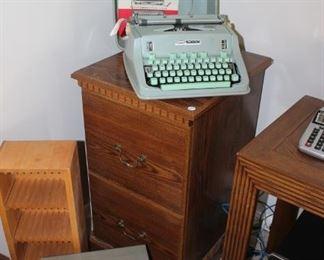 Rare Vintage Hermes 3000 typewriter w/ case and manual, made in Switzerland.