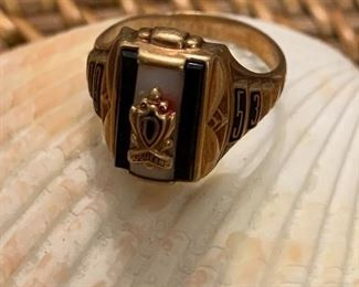 10k 1953 Duquesne Class Ring