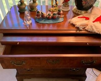 Heritage 3-drawer chest w/ pull out tray