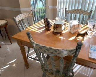 Oak kitchen table w/ 4 hand painted chairs