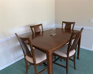 Counter height high top with 4 chairs