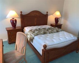 Queen bed set & matching nightstands