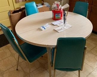 Stunning turquoise vintage - yet classic- kitchen chairs!