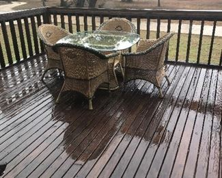 patio set- table  and 4 ch