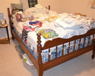 full size bed, tons of linens