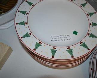 "Sakura ""Magic of Santa"" Christmas plates"