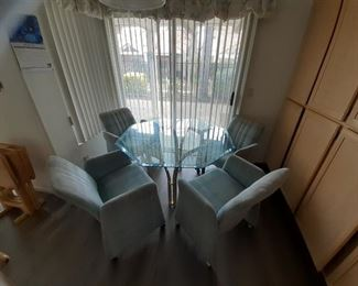 Kitchen table & 4 rolling chairs